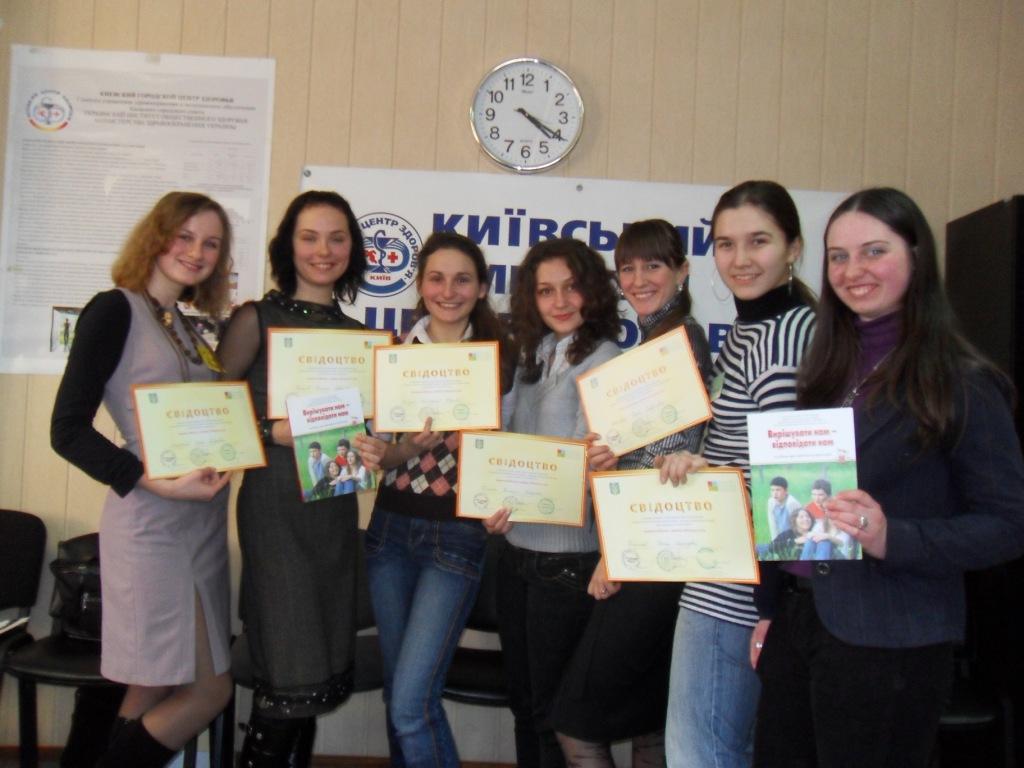 """Тренери Молодіжної Студії отримали тренерське Свідоцтво Всеукраїнської благодійної асоціації """"Рівний рівному"""". академія педагогічних наук, всеукраїнська благодійна асоціація """"рівний рівному"""", дірсм, зсж, молодіжна студія, мон, свідоцтво, тренери"""