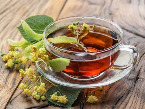 Липовий чай може сприяти релаксації. Фото: Valentyn_Volkov/Depositphotos